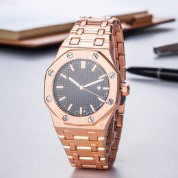 Beliebte männer marke uhren online-Arbeiten Sie populäre berühmte Uhr neue Top-Herren-Quarz Beobachter Sport- und Freizeit-Uhr Stoppuhr Luxus-Topmarke reload Herrenbekleidung