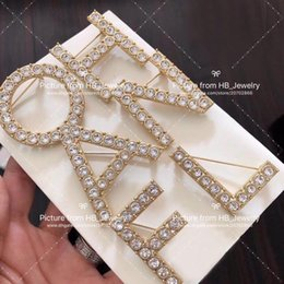 Beliebte modemarke Hohe version 6 brief designer broschen für dame Frauen Party Hochzeit Liebhaber geschenk Luxus Schmuck für Braut mit box von Fabrikanten