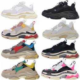 2019 свернуть квартиры Triple S кроссовки 2019 Fashion Paris 17FW Triple-S кроссовки бежевый белый черный розовый Triple S Повседневная папа обувь для мужчин, женщин Дизайнерская обувь