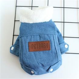 abrigos para perros Rebajas Peluche de felpa vaquero abrigos de invierno del espesamiento ropa de algodón para mascotas perrito abrigos con el botón del perro del invierno Casa y jardín 18jz H1
