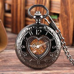 Reloj de cadena del corazón online-Hollow Heart Cover reloj mecánico para hombres, mujeres, exquisito reloj de bolsillo con cadena negra, 30 cm de cuerda manual, reloj pendiente, regalos