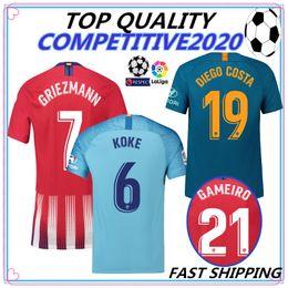 2018 2019 tailandia Madrid RIEZMANN Madrid inicio Camiseta de fútbol  Camiseta de fútbol KOKE personalizada SAUL DIEGO COSTA 18 19 atletico short  footbal ... a02b58a689d3e