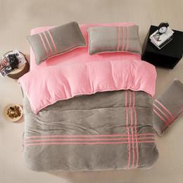 set di lenzuola di lusso Sconti Set biancheria da letto rosa grigio argento Set letto in flanella di lusso a strisce incrociate Copripiumino Lenzuola Federe Twin Queen King size