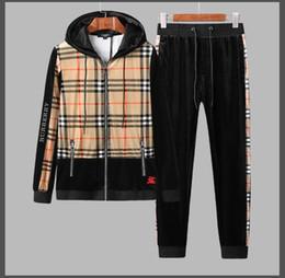 Jaqueta longa de veludo on-line-Sportswear terno moda masculina nova high-end outono e inverno novo dia terno de explosão de veludo dos homens de mangas compridas zipper com capuz jaqueta set 9176 #