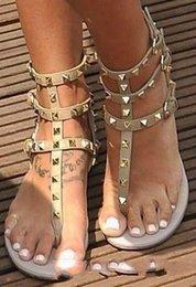 2019 sandale en pierre Zapatos Mujer Couleur Rivets Pointu Gladiateur Sandales Plates Femmes Sandales Pierres Cloutés Sandale Bascule Grand Modèle Designer Chaussures Femmes Pas Cher sandale en pierre pas cher
