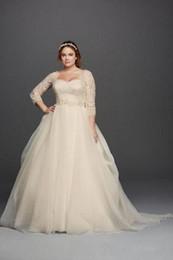 vestido celta barato Desconto 2019 princesa jardim vestidos de noiva Oleg Cassini luz Champagne Lace Plus Size vestidos de casamento colher de pescoço 3/4 mangas compridas botões cobertos