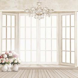 2019 vases en bois Mariage en intérieur Photo Fond Imprimé Roses Vases Lustre En Cristal Portes En Bois Enfants Photographie Studio Décors Sol En Bois vases en bois pas cher