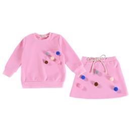 Trajes de faldas coreanas online-Trajes de niña Faldas de arco Suéteres de manga larga Bebé Diseñador Pullover Pelota de pelo Sólido bolsillo Versión coreana 23