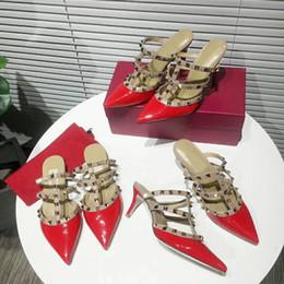 Zapatos de la boda del slingback online-2019 Diseñador mujer tacones altos fiesta moda remaches niñas sexy zapatos puntiagudos Zapatos de baile zapatos de boda Correas dobles Slingback bombas sandalias