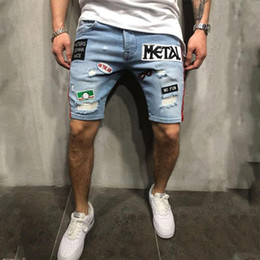 Patch denim shorts hommes en Ligne-Mode Hommes Jeans Shorts Mode d'été Ecusson Distressed Denim Shorts Hommes Vêtements Mode Streetwear 2020