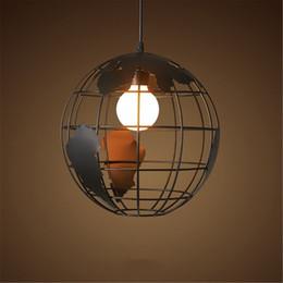 Люстры для гостиной онлайн-Черный творческий лофт континентального сингла ретро шара люстра Современной металлический зал кафе случайного потолочный светильник шар люстра