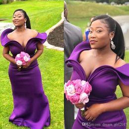 2019 türkis rotes lila kleid Tiefpurpurne Lange Brautjungfernkleider Mode Rüschen Schulterfrei Sleeveless Mermaid Wedding Party Kleider Afrikanische Sexy Brautjungfer Kleider