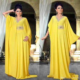 2019 vestidos de cristal de oriente medio Árabe Abaya Vestidos de noche amarillos con mangas Dubai Oriente Medio Vestidos de baile Sexy Cuello en V Crystal Plus Size Islámico musulmán Vestidos formales vestidos de cristal de oriente medio baratos