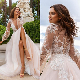 Vestito da cerimonia nuziale indietro handmade del merletto online-Plus Size Pizzo Appliques Abiti da sposa 2019 Country Deep V Neck See Through Back con bottoni fiori fatti a mano Sweep Train Abiti da sposa