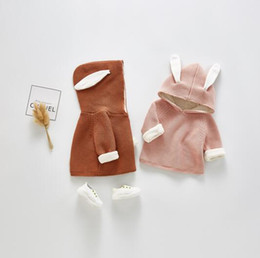 samt babybekleidung Rabatt Baby-Kleidung Out Wear Mantel Kaninchen mit Kapuze Langarm-Fest Farbe gestrickten Mädchen-Winter-Samtmantel