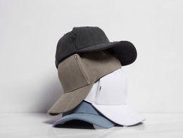 Erkek Moda Bağbozumu Delik Kap Moda Düz Renk Beyzbol Şapkası 4 Renkler Casual Hip Hop Güneşlik Şapka nereden
