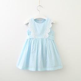 2019 vestido de lunares con cinturón Vestidos de verano para niñas niños encaje hueco bordado chaleco vestido lunares arcos cinturón vestido de princesa niños ropa F7748 vestido de lunares con cinturón baratos