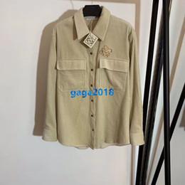 broche de manga comprida Desconto high-end de veludo mulheres meninas camisas carta motivo único broche pescoço lapela breasted tops de manga longa blusa topos design de moda milan luxo