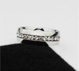 Argentina Anillo clásico de 6 mm y 18 quilates de oro blanco plateado Anillos de diamantes CZ Anillo de boda de amantes de tungsteno para hombres y mujeres Suministro