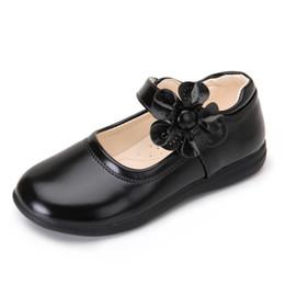 2019 scarpe coreane ragazze bianche nere Summer Girls Shoes for Kids Dress Princess Sheos Sandali in pelle bianca Fiori Moda bambini coreani Scarpe basse nere da sposa scarpe coreane ragazze bianche nere economici