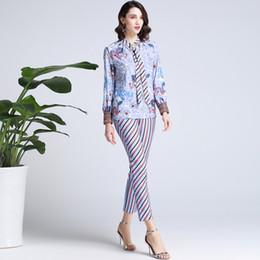 1f908a0394 Chic OL elegante conjunto de 2 piezas con estampado de pajarita manga larga  Camisa lápiz pantalones Moda traje de mujer A240 camisas elegantes elegantes  ...