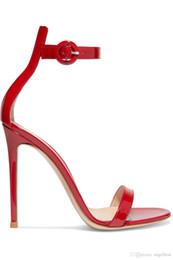 zapatos de color desnudo de punta abierta Rebajas 2019 verano caliente una correa de punta abierta para mujer sandalias de piel de oveja charol sandalias de tacón alto banquete vestido de fiesta zapatos color rojo desnudo