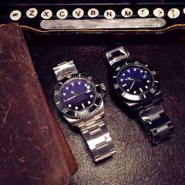 cinghie perle Sconti Orologio da uomo con cinturino in pelle color zaffiro con tre bottoni automatici in acciaio inossidabile color blu e nero