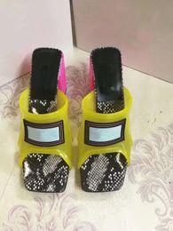 Frühling Sommer Frau Mode Transparent Farbabstimmung High Heels Femal Mischfarbe Serpentine Jelly Transparent Mule Schuhe Hausschuhe von Fabrikanten