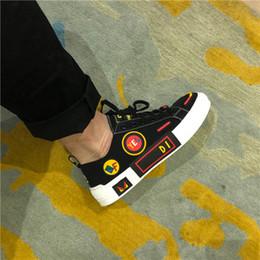 2019 style de chaussures de conduite pour hommes Chaussures de ville de créateur de mode noire et blanche, chaussures de sport, style européen promotion style de chaussures de conduite pour hommes