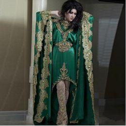 Pantaloni in raso d'oro online-2019 Nuovi vestiti verdi Kaftan con maniche lunghe e ricami in pizzo con applicazioni dorate nuovi abiti da sera Abaya Dubai senza pantaloni