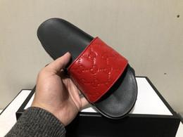 Yaz terlik moda deri Baskı ev Çiftler terlik açık Klasik kabartmalı unisex alt kalın kortikal size38-46 cheap cortical leather nereden korteks deri tedarikçiler
