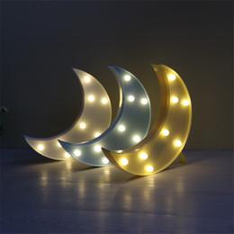 2019 lampe de lune jaune Style chic LED Lampe de bureau Lampe d'étude Bleu Jaune Blanc En Plastique 3D Moon Veilleuses Blanc chaud LED Lumière de nuit Moon Light Fonctionne à piles lampe de lune jaune pas cher