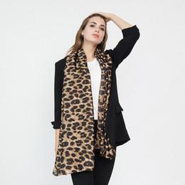 Bufandas de viscosa suave online-Bufanda de mujer Estampado de leopardo Gradiente Color Viscosa Bufanda Primavera Verano Dama Scraf Chal Abrigo Suave Ligero