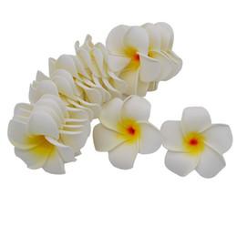 Decorazioni hawaiane online-10 Pz / lotto Plumeria Hawaiian PE Foam Frangipani Fiore Artificiale Copricapo Fiori Uova Fiori Decorazione di Cerimonia Nuziale Forniture Per Feste