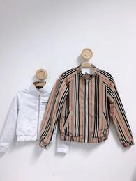 Весенняя траншея онлайн-Мальчики девочки куртка с двух сторон носить тренч 2019 Новая весна осень дети пальто детская полоса цвета ветровка