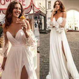 vestidos de cetim cor champanhe Desconto Branco Design Simples Boho Vestidos de Casamento A Linha Sem Mangas Ruched Coxa Alta Dividir Vestidos de Noiva robe de mariée Sexy Praia Vestido de Noiva