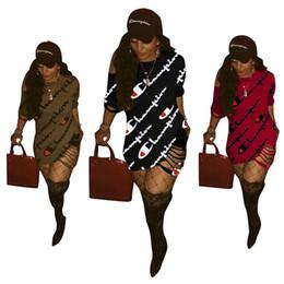 Deutschland Markendesigner Frauen Casual Kleider Mode Aushöhlen Zerrissene Rundhalsausschnitt Minikleider 1/2 Ärmel Mantel Spalte Sommer Kleidung Größe S-XL Versorgung