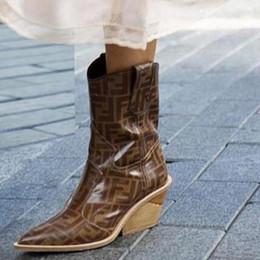 Hochhackige schuhmuster online-Art und Weise echtes Leder Chunky zwängt Aufladungen Frauen sexy Schlangenmuster spitze Zehe kurzen Cowboy-Stiefel-Absatzschuh Frauen