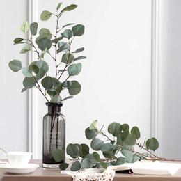 coronas de vid al por mayor Rebajas Artificial plástico árbol de eucalipto Rama Hoja para la boda de la planta verde flor de seda de imitación Arrangment Jardín Decoración de Navidad