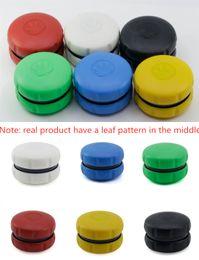Modello di plastica online-2 strati di smerigliatrici per tabacco Hamburger in plastica Herb Grinder con motivo a foglie 6 colori Accessori per il fumo da scegliere