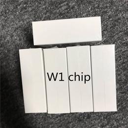 W1 чип Bluetooth-гарнитура с двумя наушниками для наушников работает с сенсорным голосовым управлением для IOS / Android от Поставщики lg тоны bluetooth наушники оптом