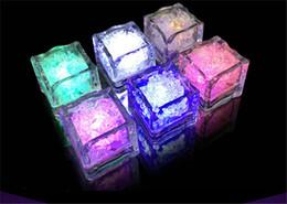 2019 decorazione flash Hot Party Decoration Flash Ice Cube Flash ad attivazione d'acqua Luce a Led immessa in acqua Drink Flash Automaticamente per bar di nozze per feste