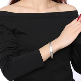 aufklappbare armbänder Rabatt 8mm Flat Hinged Armreif für Männer Frauen Silber Ton Gravur Zwölf Konstellationen Edelstahl Männlichen Schmuck
