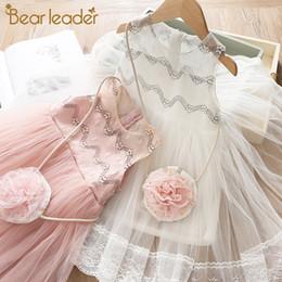 Il vestito porta i sacchetti online-Orso Leader ragazze abiti estivi senza maniche onda floreale Pattern Splice Mesh ragazze abiti con Flower Bag Toddler Girl Dress