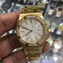 Рамка женщина часы онлайн-15 цветов бриллианты безель женские желтого золота кварцевые часы 33 мм размер светящиеся высококачественные нержавеющей стали королевские дубы женские часы 15400