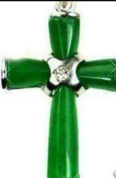 Grüne jade kreuz anhänger halskette online-Halskette Freies Verschiffen ++++ neue grüne Jade-Einlegearbeit-Kristallkreuz-hängende Necklace + Free Kette