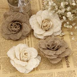 2019 blütenbogendekorationen für hochzeiten 1 stücke 9 cm Handgemachte Jute Hessischen Sackleinen Rose Blumen Vintage Rustikale Hochzeitsdekoration Jute Weihnachtsschmuck für zu hause