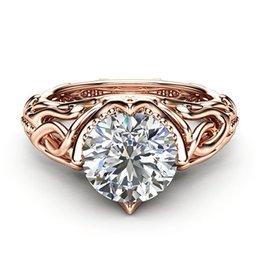 Blume geformt hochzeit ring gold online-Zirkon Verlobungsringe für Frauen Rose Gold Farbe Hochzeit Ringe Weibliche Blume Reben Form Kristalle Modeschmuck Liebe Ring