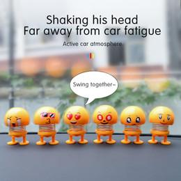 Sallayarak Kafa Oyuncak Araba Süsler Bobblehead Sallayan Bebekler Sevimli Karikatür Komik Emoji Wobble Kafa Robot Oto İç Aksesuar ... nereden
