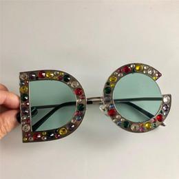 Grande boîte femelle en Ligne-Nouvelles ventes lunettes de soleil de designer lettres glamour grande boîte diamant petit diamant style de mode féminine TOP qualité 8015